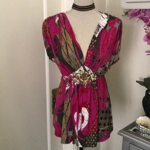 NWOT Beautiful colorful chic top